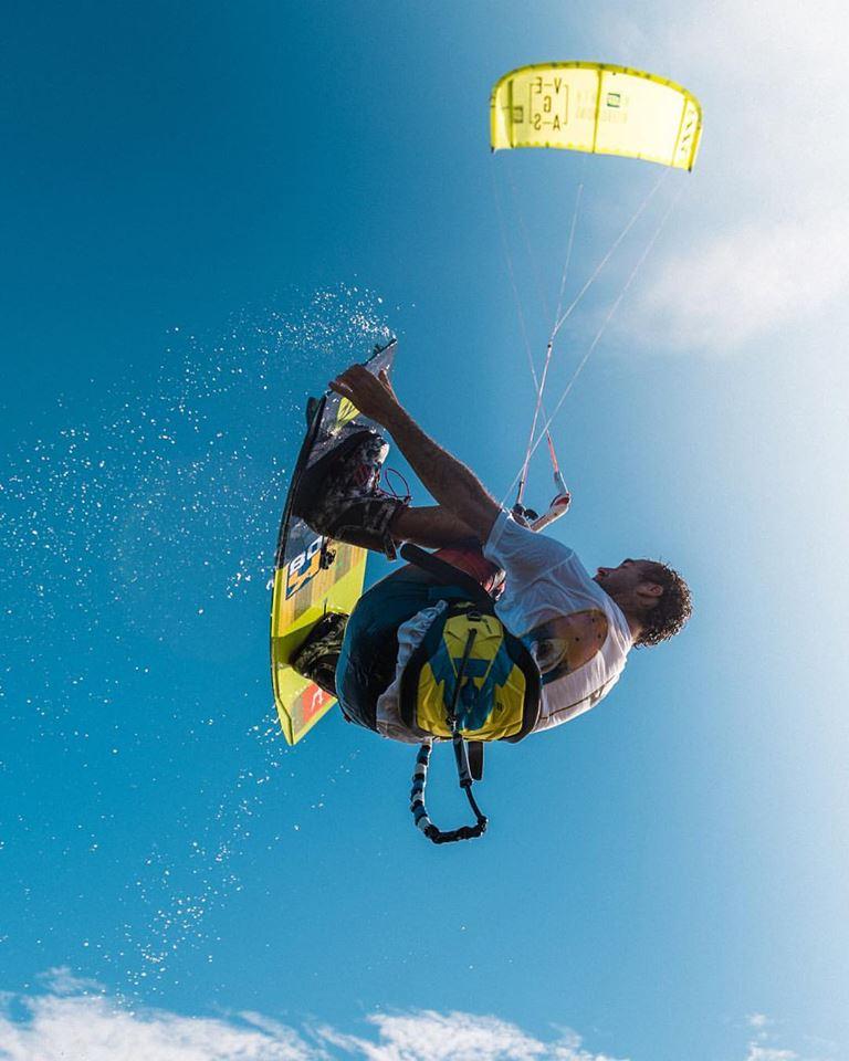 Conheça o Expert Local de Kitesurfe do Rio JDEdde