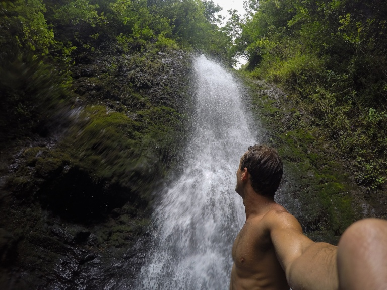 thegoldfishescapades_hiking_waterfall_oahu1