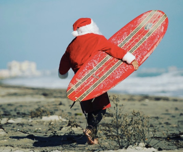 santa-runs-to-surf