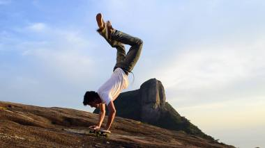 alexandre-feliz-handstand-photo-by-pablo-koury